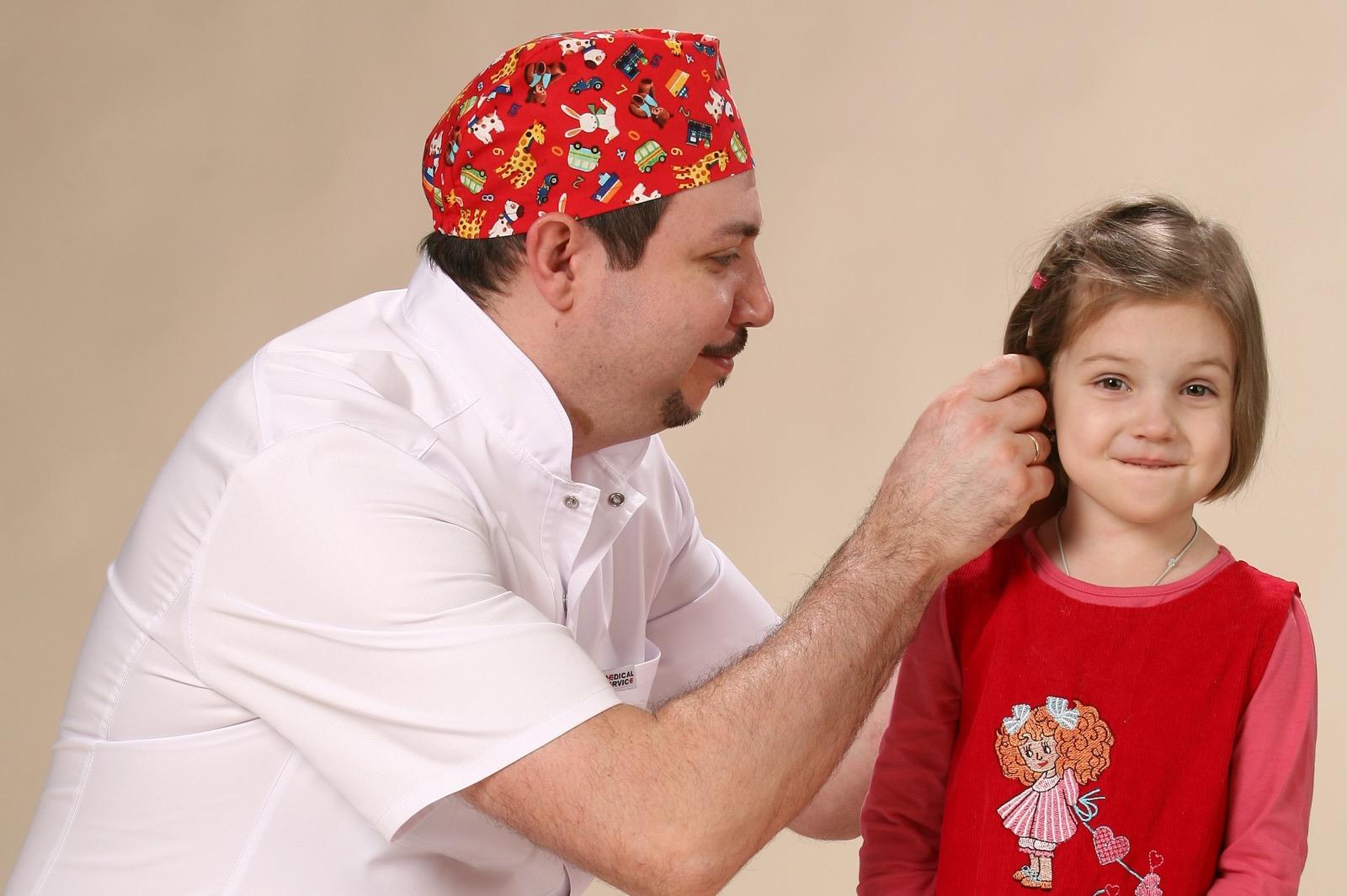 Атерома на мочке уха фото